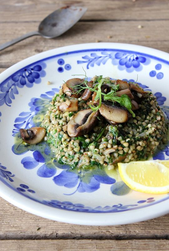 Buckwheat with spinach and mushrooms / Pohankové rizoto se špenátem a houbami http://www.mikynavkuchyni.com/2014/03/pohankove-rizoto-se-spenatem-pecenymi.html