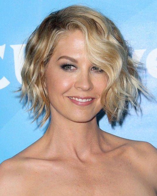 Celebrity-Short-Coiffures-Jenna-Elfman-Short-Wavy-Haircut