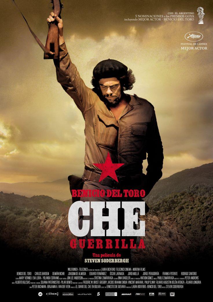 """""""Che: Guerrilla"""" arranca con el Che en lo más alto de su popularidad y poder tras la revolución cubana, cuando pronuncia un vehemente discurso en las Naciones Unidas, reafirmando su compromiso con la lucha del Tercer Mundo contra el imperialismo de los EE.UU. Más que un soldado, el Che es una glamurosa figura de nivel mundial. De repente desaparece sin dejar rastro. ¿Por qué se ha ido de Cuba? ¿Adónde ha ido? ¿Acaso sigue con vida? El Che reaparece de incógnito en Bolivia, irreconocible y…"""