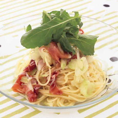 生ハムとルッコラの冷製サラダパスタ | 坂田阿希子さんのパスタの料理レシピ | プロの簡単料理レシピはレタスクラブニュース