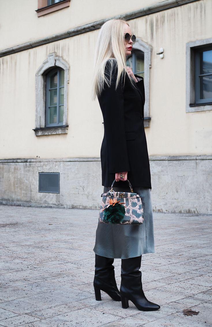 Midi Rock-Midi Rock-Vince-kombiniert-mit-einer-Seidenbluse-Kurzmantel-Frühling-Frühlingslook-Style-Styling-Modeblogger-Fashionblogger auf Sandra Levin Mode und Beauty Blog