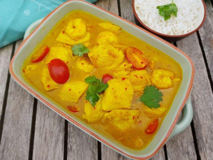 Deze vis-kokos curry heeft een exotisch tintje dankzij de kokosmelk. De krachtige smaken van de gebruikte specerijen maken deze curry helemaal af.