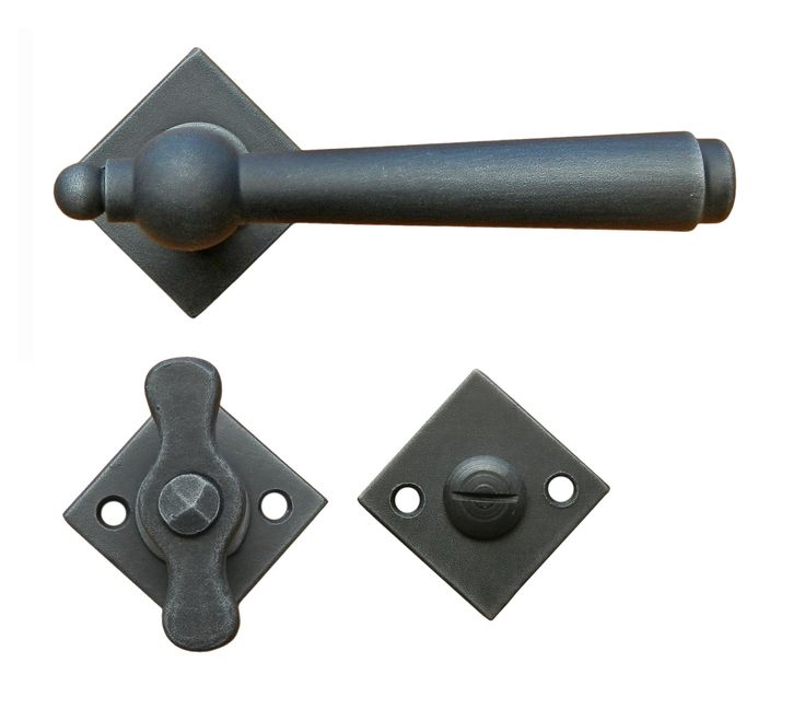 Art.2901-RAUT WC. Traditional door handle. This handle is available sprung or unsprung and in 13 different finishes. We can supply with different key holes type and distance and for WC. Art.2901-RAUT WC Maniglia in ferro battuto Galbusera