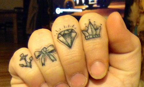 ow cute! finger tattoos