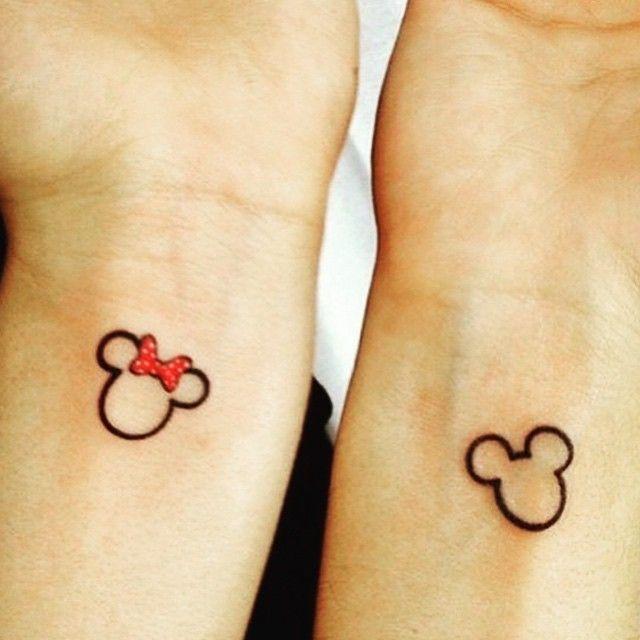 """69 """"Μου αρέσει!"""", 10 σχόλια - @minimalistic_tattoos στο Instagram: """"Mr. & Mrs. Mouse  #disney #mickeymouse #minniemouse #ohmydisney #coupletatto #cheesy #tattoo #tat…"""""""