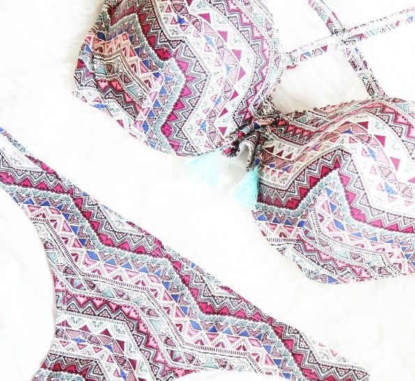 Our Native american bikini set is definitely a musthave for this summer :) #swimwear #ss2017 #hunkemöller #bikini #beach #outfit #fashion #ootd #summer #sun #vibes #musthave #sneakpeak @liefsdenisenl