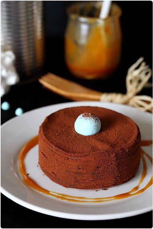 Mini gâteau de crêpes au chocolat, coeur caramel