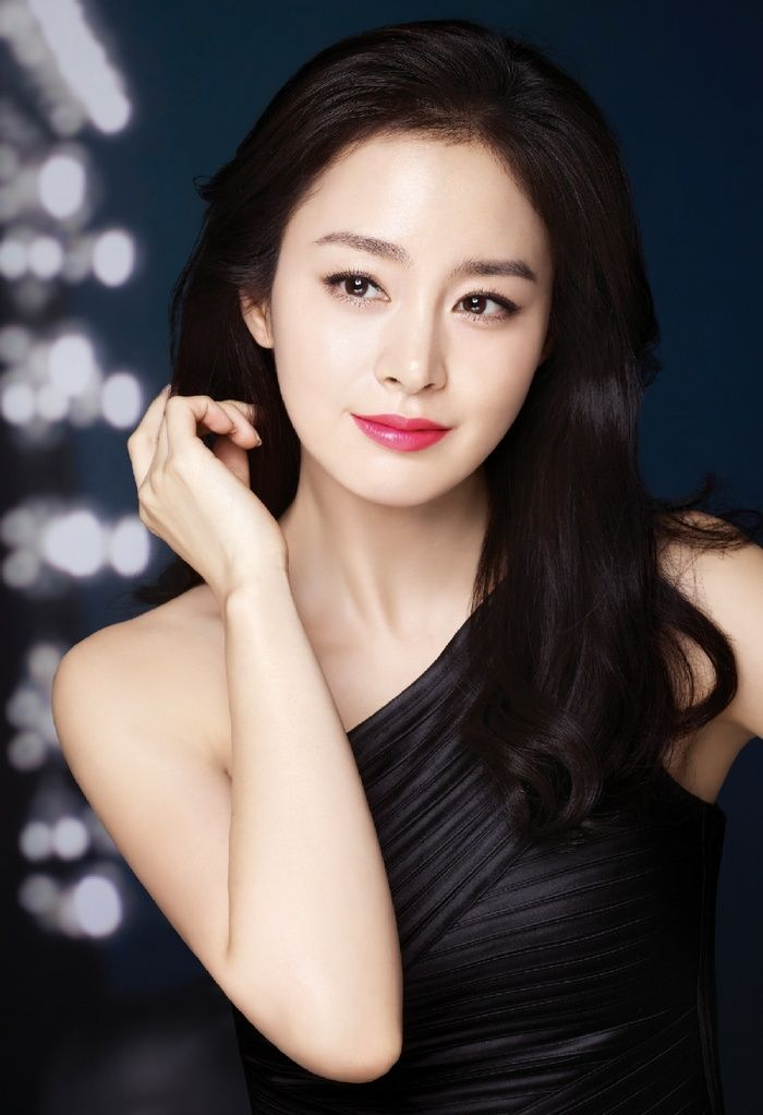 Kim Tae Hee's glamorous makeup with a bright pink lip.