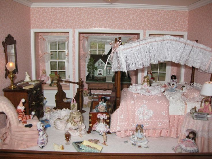 http://creativeroomboxes.com/shop/images/roomboxes/dollsandmoredolls1.JPG