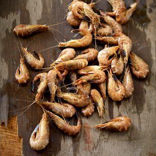 Nordseekrabben sind in diesem Herbst besonders günstig: Seit dem Sommer habe sich der Kilopreis laut Fischerei-Verband von rund 6 Euro auf teils unter 3 Euro halbiert.