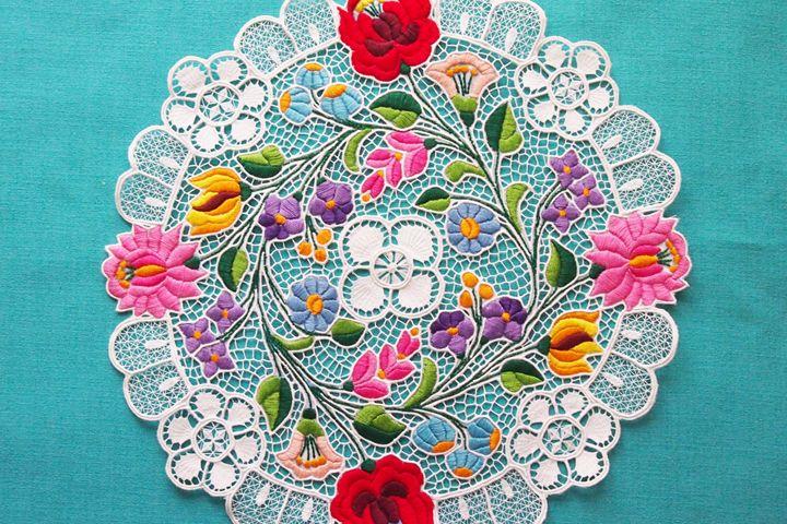カロチャ刺繍(Kalocsa embroidery)