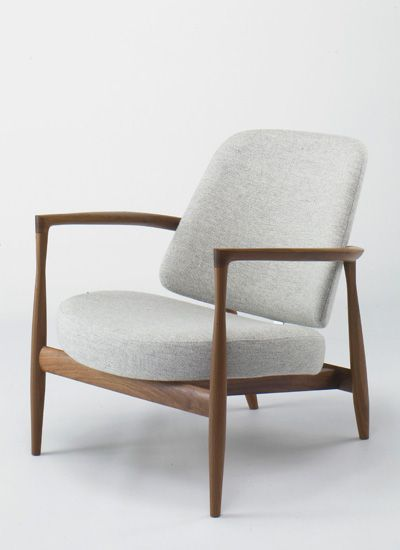"""IL-02 (HERKITIL-02) This chair has the same frame as the famous""""Elizabeth Chair"""". This is a high-quality chairs, with attractive delicate details seen in the lines from the front legs to the rear legs. In this version, the seat and the back are separated. The back is supported by stainless hardware."""