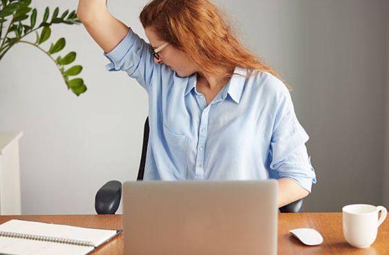 3 astuces pour sentir bon sous les aisselles du matin au soir et éviter de transpirer