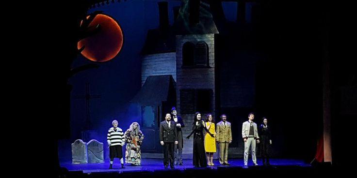 famille addams serie spectacle paris musical le palace divers tease me