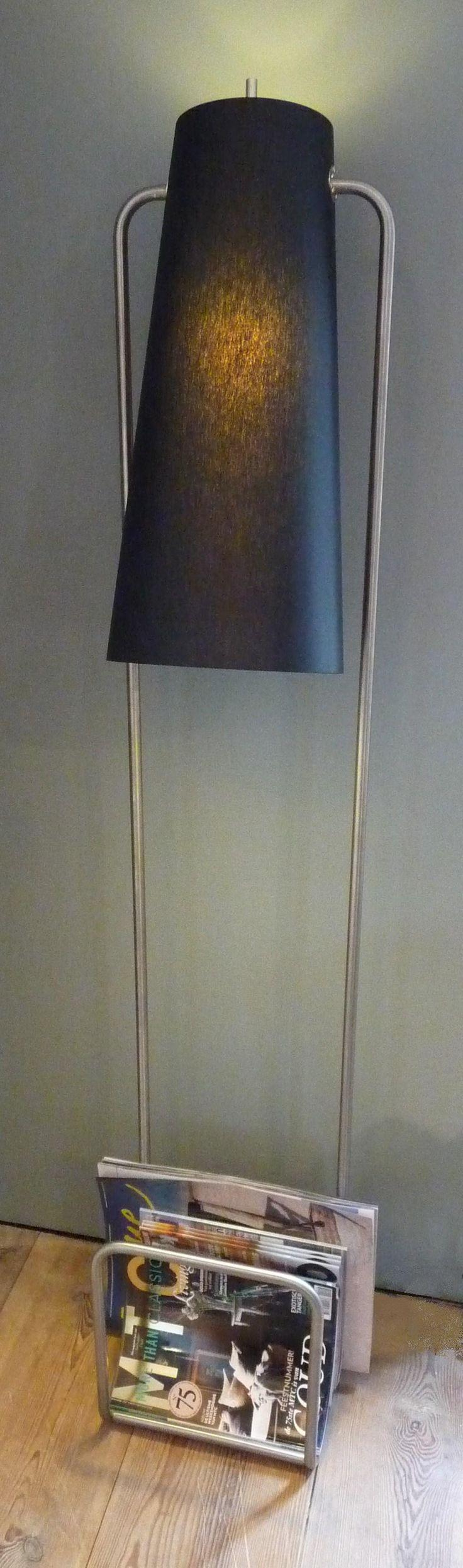 Diamond Dimple Closed Rocking Chair In 9 Kleuren - Staande lamp in retro stijl door het verlengde buisframe ontstaat een opbergmogelijkheid voor kranten en