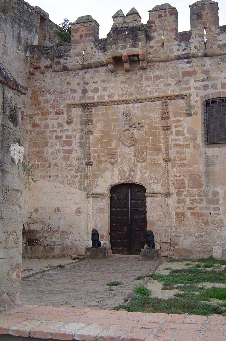 Hoy publicamos el Castillo de Tobaruela, en Linares, Jaén,  interesante fortaleza medieval.