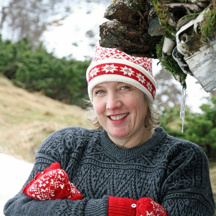 The Natland Hat - a wonderful warm and traditional hat in 100% wool - with the inside of the brim knitted in a soft cotton. Unbelievably comfortable, you won´t want to leave home without it. Looks equally good on men and women. Machine washable on a wool programme using a wool detergent. Lightweight and comfortable. Available in 9 colourways. Made in Norway #wool #traditionalknitwear #madeinnorway #norwegianknittingdesign #norwegianwool #hat #knitweardesign #knitting #norwegiandesign