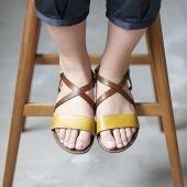 Suhl cross over sandal