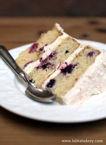 Yogurt & Berries Cake - Lolita Bakery - Barcelona #yogurt&berries  #bananacake #creamcheese  #lolitabakery