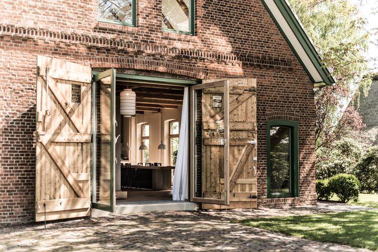 innenhof porsche scheune welle8 welleacht fotolocation fotostudio filmlocation. Black Bedroom Furniture Sets. Home Design Ideas
