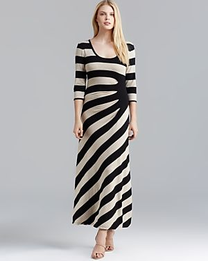 Maxi Dresses That Cover Arms When You are Over 40 | Fabulous After 40