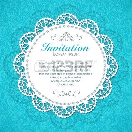 Decoraci n hecha a mano la tarjeta de invitaci n de la vendimia en el fondo de encaje transparente Foto de archivo
