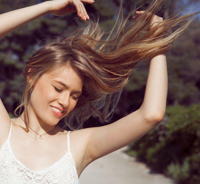 Comment appliquer de l'huile de ricin sur mes cheveux?