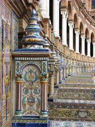 Plaza de España, Sevilla, España* is het kunst , is het kitsch? Maar in ieder geval een bezoek waard, ook in het naastgelegen park is veel te zien