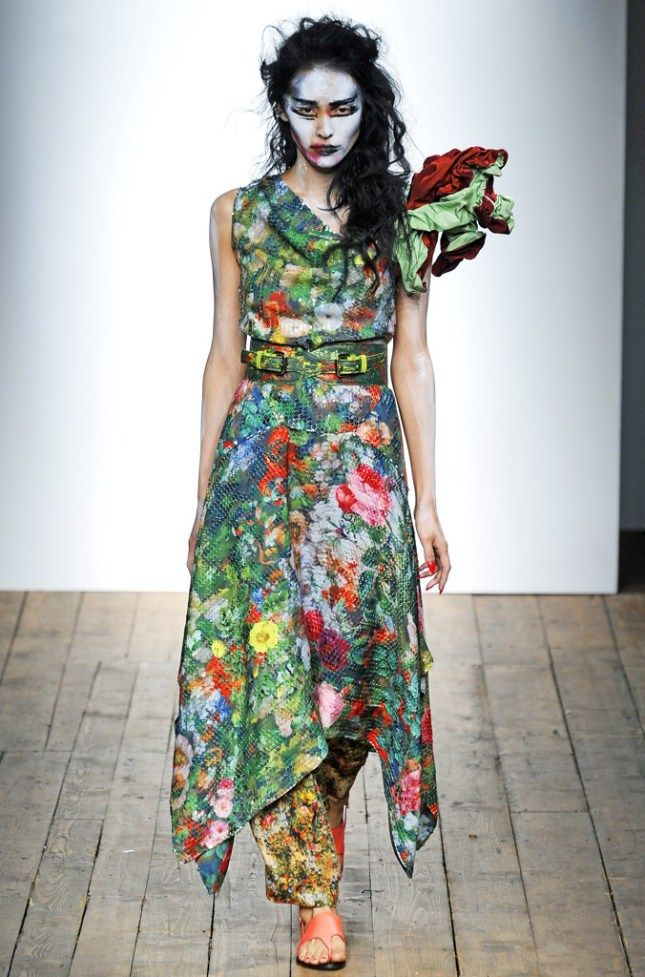 The floral patterns of the Vivienne Westwood Red Label Spring/Summer 2014 Show are based on Gustave Courbet's « Bouquet of flowers in a vase » paintings.