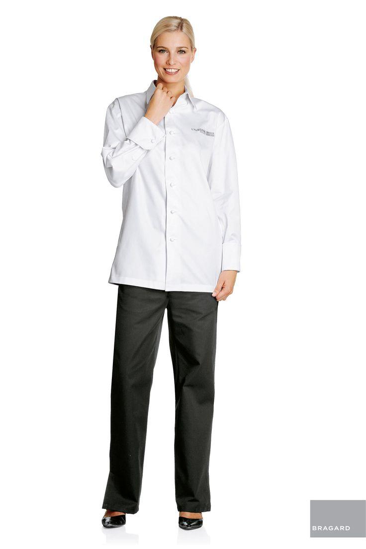 AUBERGE MUJER CHAQUETA CAMISA DE COCINA BLANCO Chaqueta-camisa para senora, botones de tela hechos a mano, puños cerrados con gemelos, canesú y pliegue por detrás Largo 75 cm, algodón peinado blanco, mercerizado, doble retorcido, modelo registrado, posibilidad de bordado