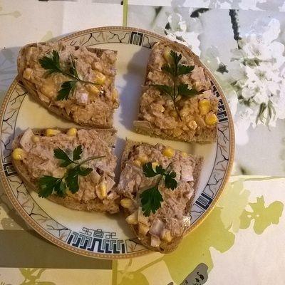 Pasta z tuńczyka, kukurydzy i cebuli