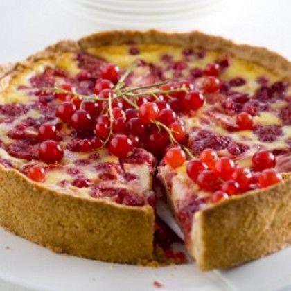 Zomerse taart met fruit.