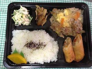 2013年2月7日(木)ランチメニュー:豚肉と卵の中華風/春巻き/レンコンきんぴら/三つ葉とささみわさびマヨ