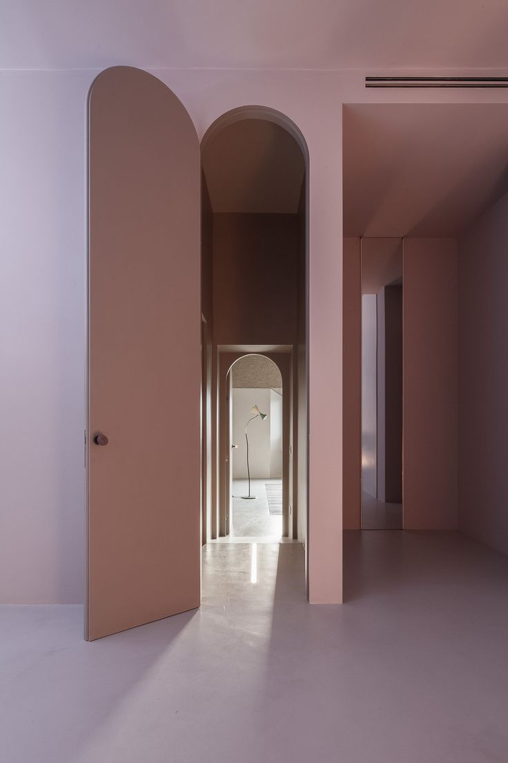 The House of Dust (Rome 2013) is an architectural work designed by Sicilian architect Antonino Cardillo: the pink archway. Photography by Antonino Cardillo.