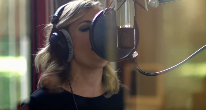 Carrie Underwood debuts powerful new video for latest single – KFOR.com
