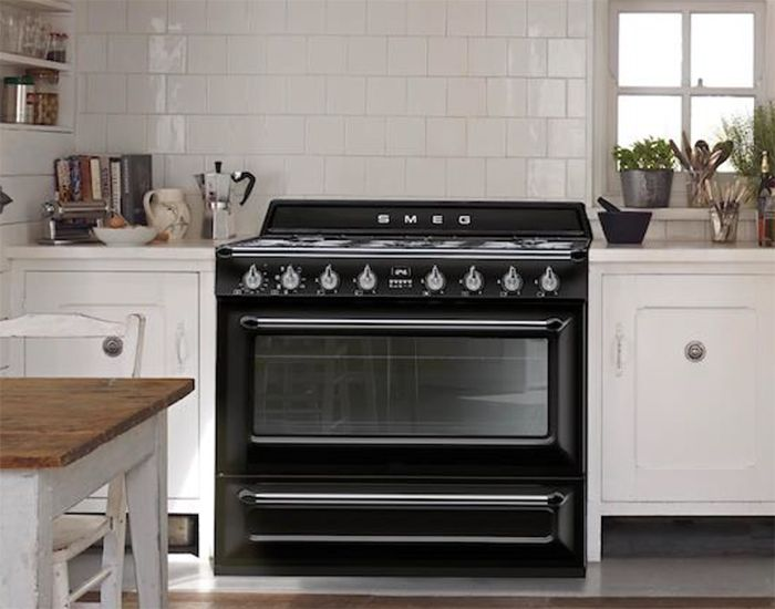 Smeg launches new Victoria cooker at the Ideal Home Show | Smeg UK