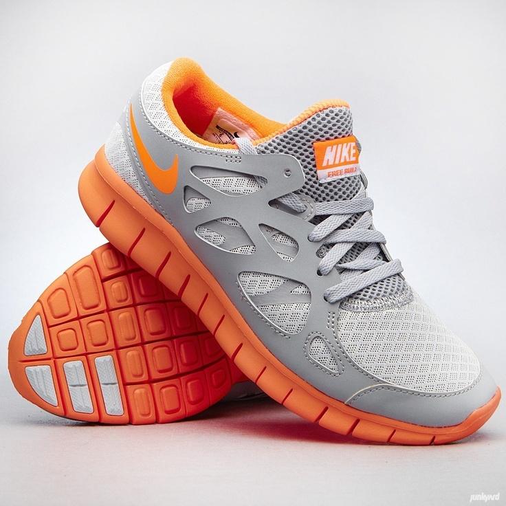 Skor från Nike till tjejer som är designade för att ge foten en naturlig  känsla men