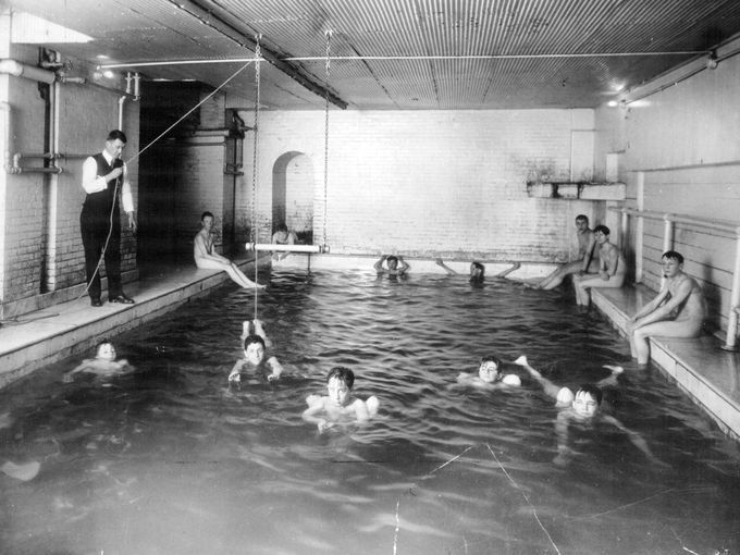 Swimming Lessons Take Place At The Rochester Ymca Looks Like Monroe Ave Pool To Me Ny Swim Lessons Rochester New York Rochester