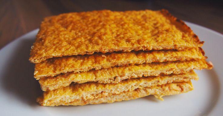 Blomkålbrød med gulrot.  12 porsjoner (67 kalorier per porsjon):  1 stk blomkål 1 stk stor gulrot 4 stk egg 100 g mandelmel Salt, pepper og eventuelt annet valgfritt krydder