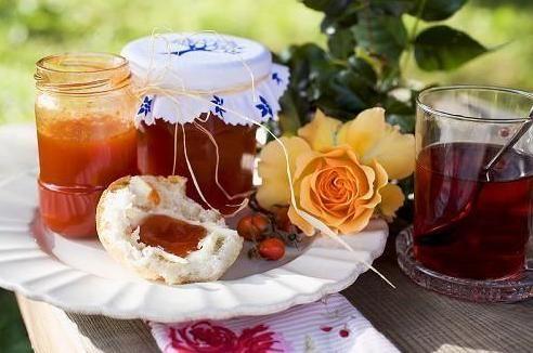 Reteta de dulceata de macese este ideala pentru orice bucatareasa care vrea sa isi bucure mereu familia cu retete gustoase si sanatoase.