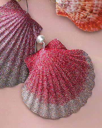 Shell Christmas tree ornaments : Sea Shells, Seashells Ornaments, Diy Ornaments, Natural Shells, Martha Stewart, Christmas Ornaments, Christmas Trees, Sands Dollar, Diy Christmas