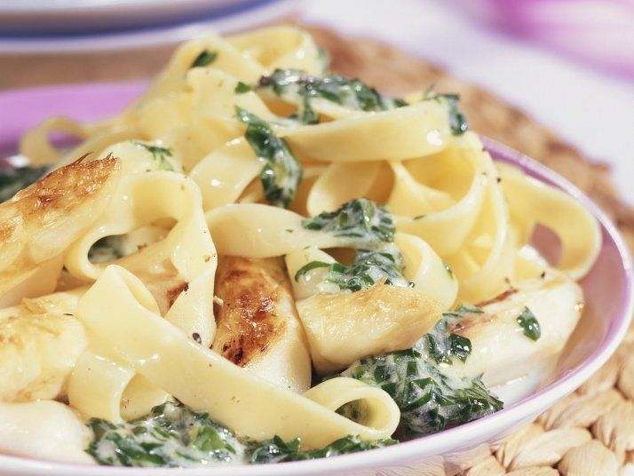 Pasta mit Bärlauchsoße und gebratenem Spargel