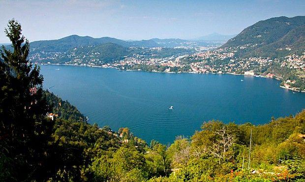 Camminare tra Como a Palanzo significa vivere sospesi tra lago e montagna. Lunga ma facile e alla portata di tutti, è l'escursione giusta per farsi abbracciare dal fascino del Lario fuggendone il caos.