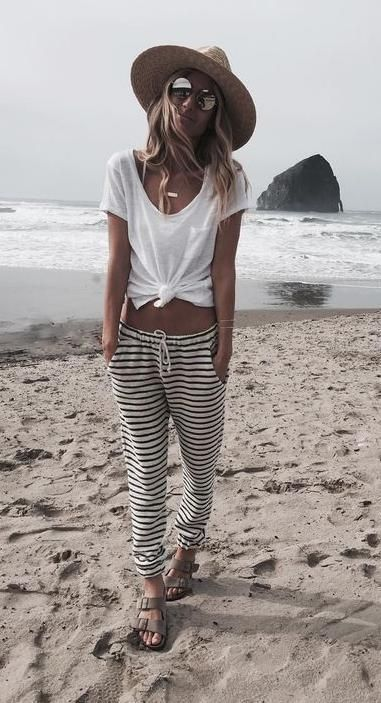 black & white stripes. beach style. #beachfashionforwomen