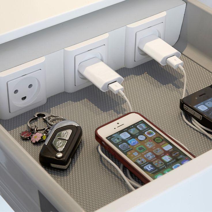 Oplad din mobiltelefon i køkkenskuffen. :-)