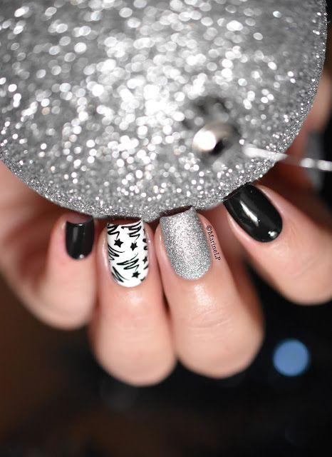 Nailstorming - Joyeux Noël ! - Abstract Christmas tree nails - Gals GA27
