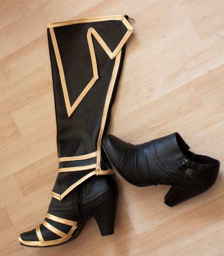 For Loki --- cosplay boot tutorial [http://www.kamuicosplay.com/2011/08/its-magic.html] It's Magic! – Kamui Cosplay                                                                                      (Steampunk Gadgets Armors)