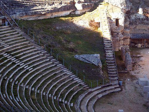 Teatro romano en los yacimientos arqueológicos de Clunia, Burgos.