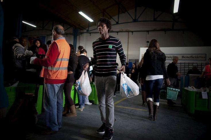 Guia de ajuda para quem procura uma forma de ajudar os outros. Nesta quarta-feira celebra-se o Dia Internacional do Voluntário.