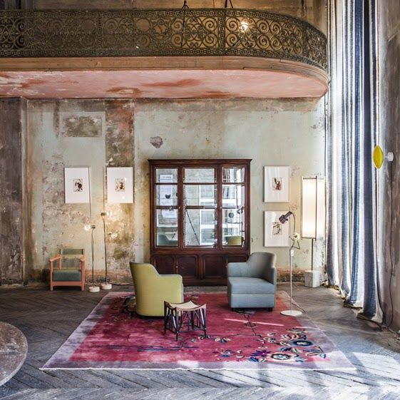 Méchant Design:A crazy big space all washed out with a killer pink rug♥♥♥♥